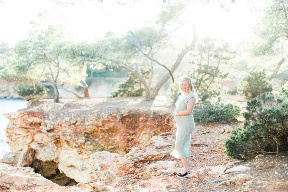 Maternity Pregnant Photoshoot shoot Fotoshoot Spain Ibiza fotograaf photographer zwangerschapsshoot strand rotsen Santa Eularia des Riu zonsondergang sunset Spanje Fine Art bruidsfotograaf