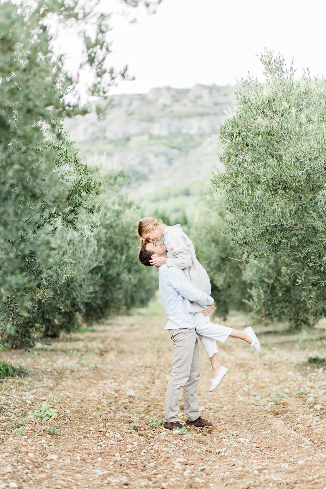 Fine Art wedding photographer photography Catalunya Spain Spanje Fotografo Espanha Catalonie Costa Brava fotografia l'Estartit Torroella de Montgri bruiloft bruidsfotograaf fotograaf strand olijfbomen olive trees olijfgaard boomgaard fotoshoot loveshoot engagement shoot esession engaged verloofd trouwen in Spanje op het strand zonsondergang beach wedding shoot photo shoot na praia Nederlandse fotograaf in Spanje