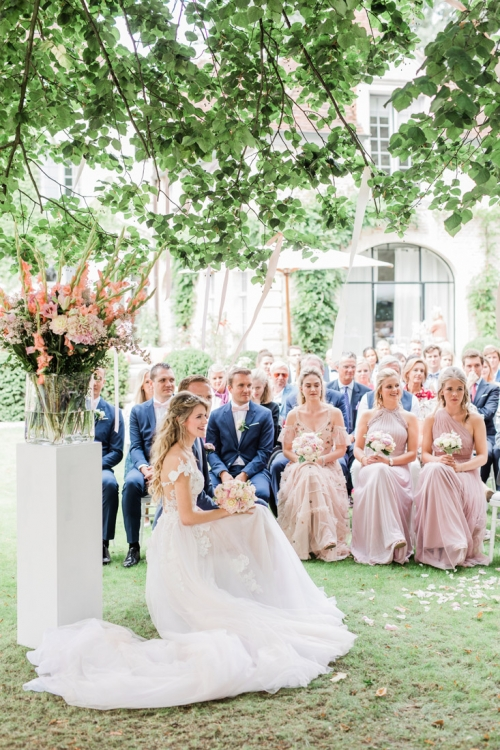 Fine art ceremonie fotograaf en videograaf bruiloft weddingplanner planner stylist bruidsreportage huwelijk trouw trouwen België Gent Sint-Martens-Latem tuin buitenbruiloft pastel bruidsjongens bruidsmeisjes styling lichte stijl fotografie chique Belgian France Frankrijk Portugal Algarve Ardennen Italië Toscane chateau kasteel landhuis Galia Lahav dress Rime arodaky trouwjurk kleed jurk luxe wedding Belgium photographer and videographer light and airy