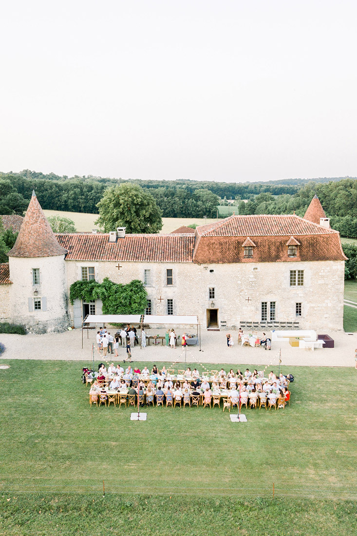 Fine art fotograaf photographer Milou van Ham Fotografie bruidsfotograaf Frankrijk Dordogne Charente France chateau de Lerse kasteel French castle wedding photography and videography videograaf photographe team lichte stijl romantisch zonsondergang styling weddingplanner België huwelijk huwelijksfotograaf trouwen in het buitenland destination wedding mariage Perignac Angouleme romantic chic pool lavender getting married shoot photoshoot Angouleme Sarlat south zuid Frankrijk Bordeaux Provence